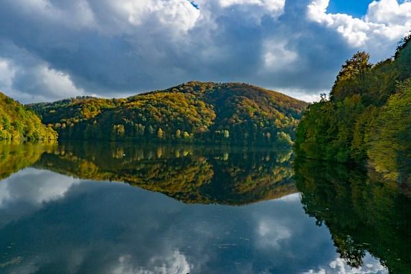 Jezioro Bystrzyckie jesienią